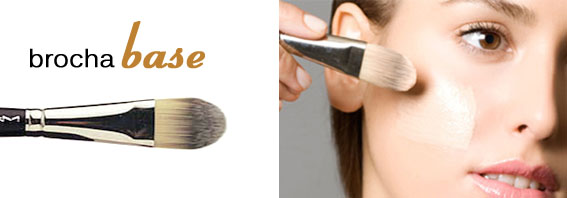 brocha aplicar base maquillaje